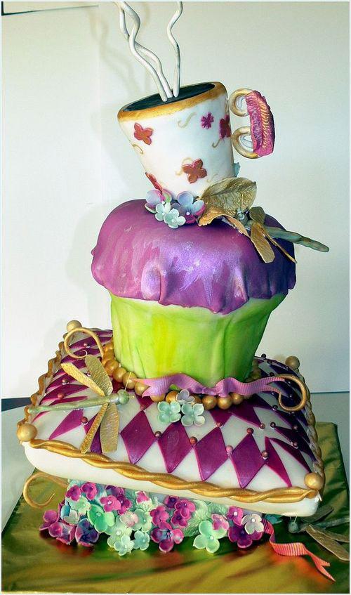 Перейти на Crazy Cupcake Cake by babushka bakery