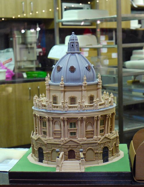 Перейти на Bodleian Library cake sculpture by sally_monster