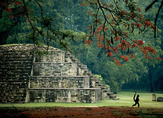 Перейти на Maya Tomb, Honduras