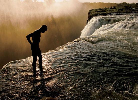 Перейти на Victoria Falls, Zambia