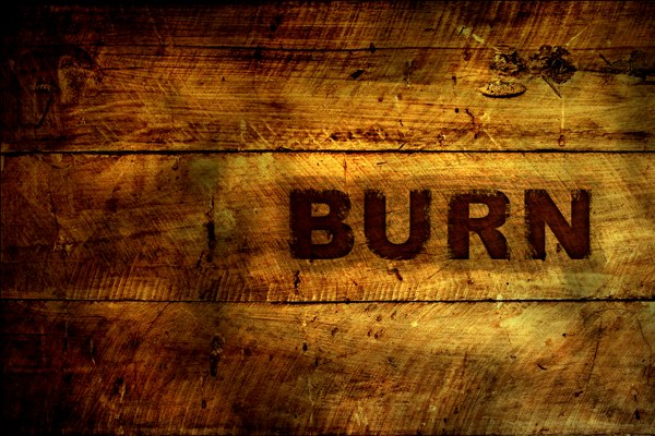 Создаем в фотошопе эффект выжженного текста на деревянной поверхности