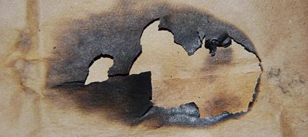 Скачать Текстуру обгоревшей бумаги 2
