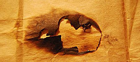 Скачать Текстуру обгоревшей бумаги 4