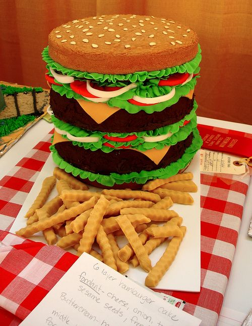 Перейти на hamburger cake by bunchofpants