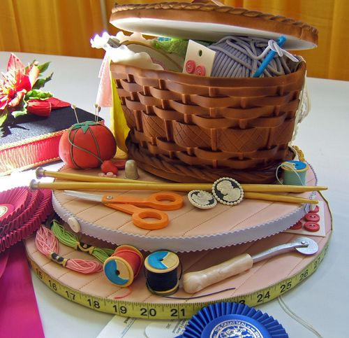Перейти на sewing basket cake by bunchofpants