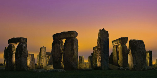Перейти на Stonehenge at Twilight, England