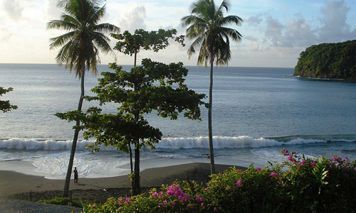Скачать Tahiti - Radisson Plaza - Black sand beach 3