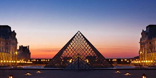 Скачать Louvre Pyramid at Dusk