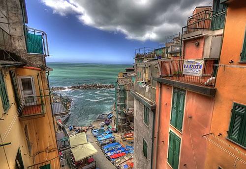 Перейти на Italian Coastal Village