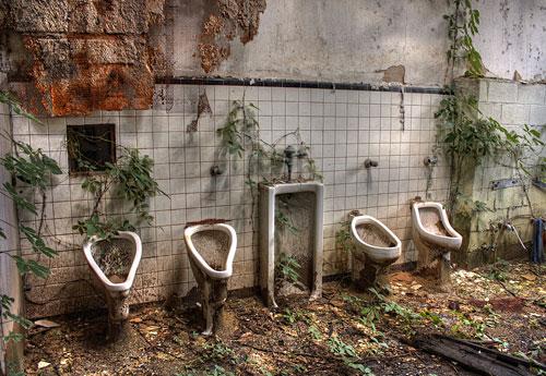 Перейти на Garden Of Urinals